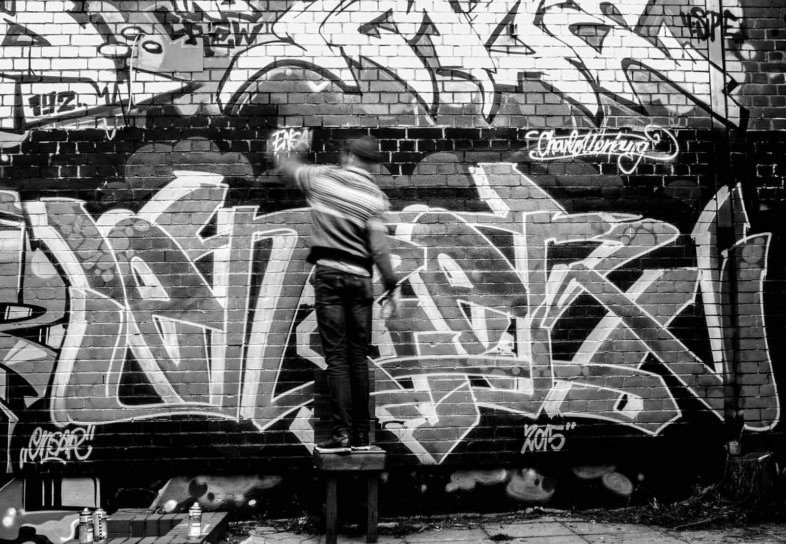 mullern berlins unsichtbare k nstler berlin graffiti. Black Bedroom Furniture Sets. Home Design Ideas
