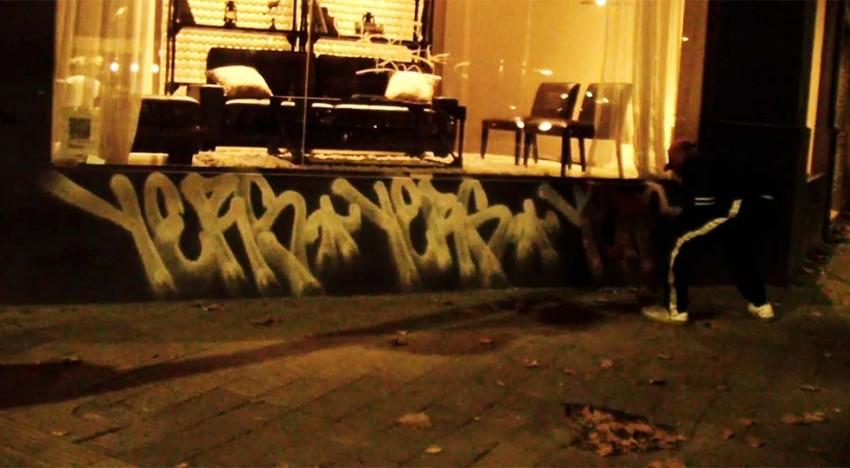 Ufos Come To Watch Graffiti 1-3
