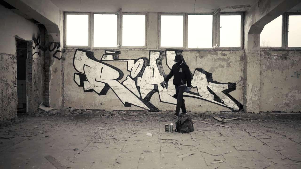 Monochrome 40 46 berlin graffiti