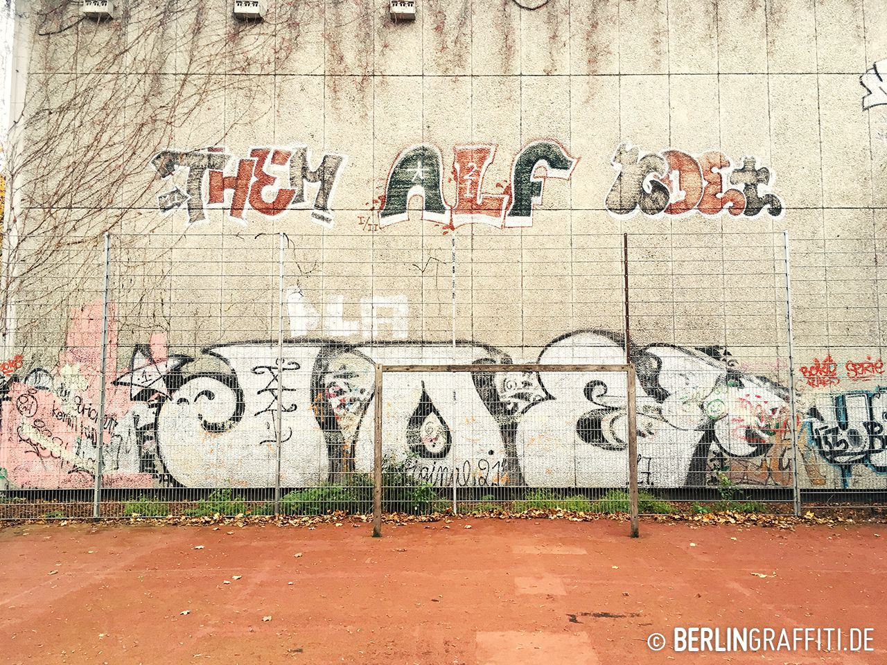 fotoboom bombs of berlin 119 berlin graffiti. Black Bedroom Furniture Sets. Home Design Ideas