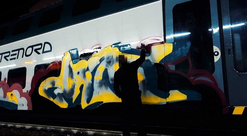 Sleeplezz: Italy Train Writing